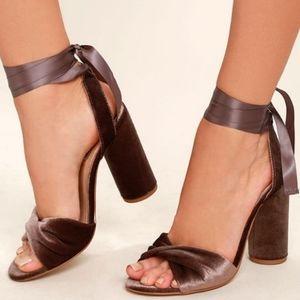 Steve Madden Clary-V Block Brown Heels 7.5
